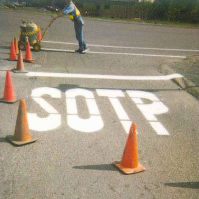 How hard can it be? #stop #sign #spelling #fail #habal #هبل #HabaLdotCom #هبل_دوت_كوم