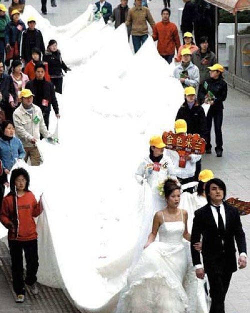 #past #relationships assist carrying the gown? #habal #هبل #habaldotcom